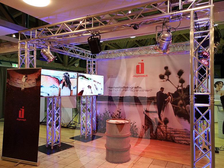 Messe, Messebau, Hochzeitsmesse, Medientechnik, Displays, TVs, jagesagt, Fotograf, Fotografie, Hochzeitsfotograf, Johannes Ruppel, jrphotography, Gemeindezentrum, Künzell, Feier-Schmiede