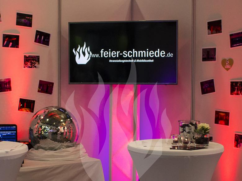 TV, Fernseher, Display, Flachbildschirm, Video, Präsentation, Konferenz, Tagung, Meeting, Schulung, Schulungsraum, Fulda, Veranstaltungstechnik, DJ, Feier-Schmiede